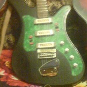 Гитара в хорошем состоянии продам