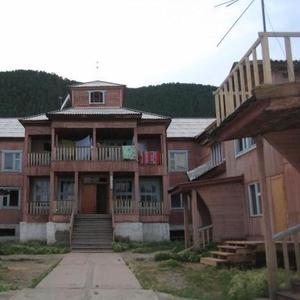 Продам 3-х комнатную квартиру в благоустроенном доме с земельным участ